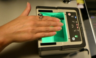 Процедура снятия отпечатков пальцев