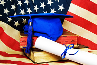 Книги и флаг Америки