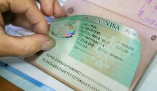 Вклеенный в паспорт стикер визового разрешения