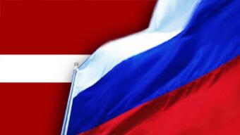 Флаги России и Латвии