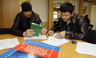 Работники в консультативном центре