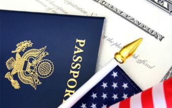 Паспорт и флаг Америки